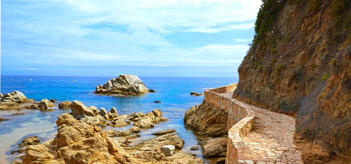 costa-brava-road-felsen